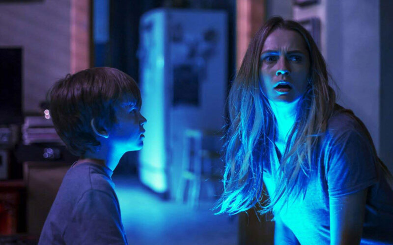 Lights Out (2016) by The Critical Movie Critics