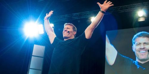 Movie Review: Tony Robbins: I Am Not Your Guru (2016)